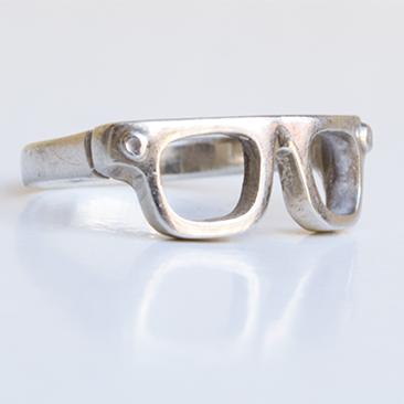 A szemüveges gyűrű