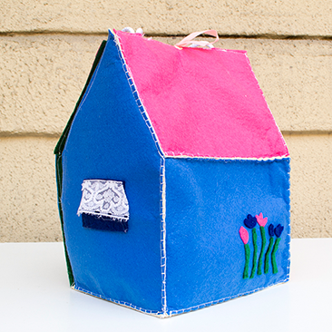 DIY: táskaként hordozható babaház