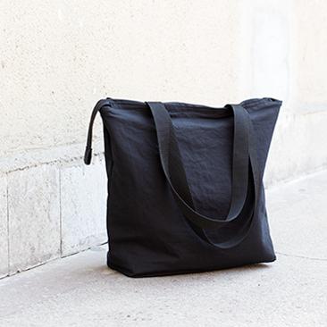 A kis fekete táska