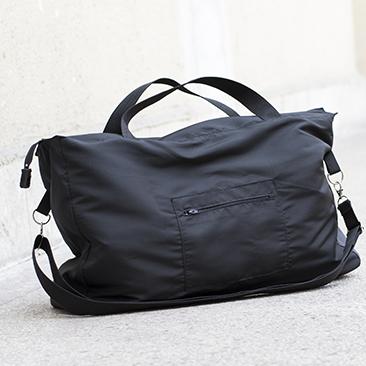 Fekete táska sok-sok zsebbel
