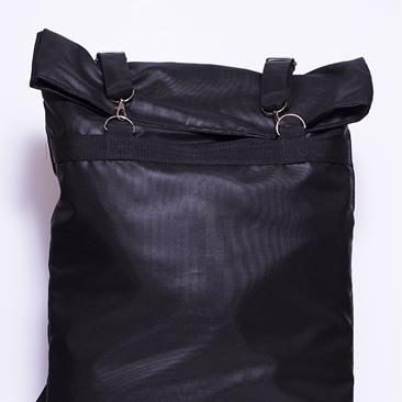 Férfias hátizsák fém kellékekkel