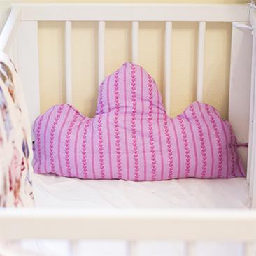 DIY: Felhő alakú fejvédő a rácsos ágyba