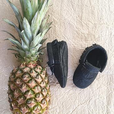 Design gyerekeknek: vegán mokaszin ananász levélből