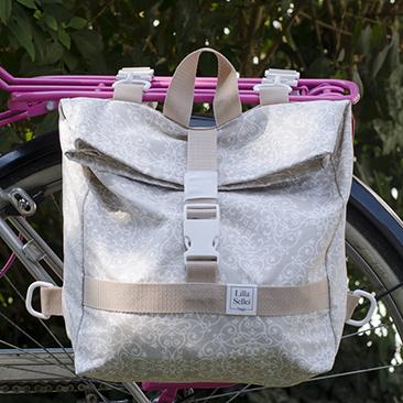 Egyoldalas csomagtartó táska és hátizsák egyben